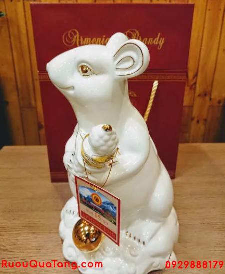 Rượu phong thuỷ mẫu con chuột trắng sứ 2 lít