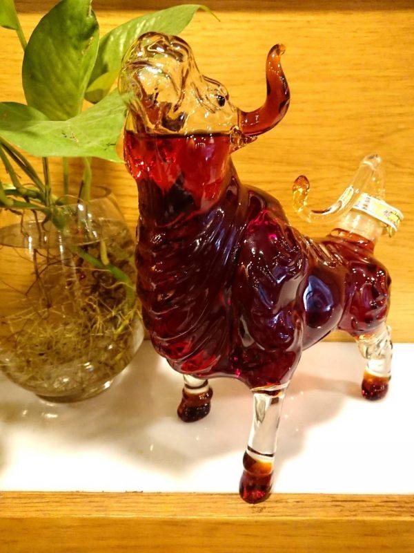 Ruou phong thuy con trau hinh 2 Rượu Trâu Nga - Món quà hoàn hảo cho Tết Tân Sửu 2021